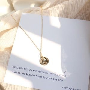 Jewelry - Gold coin necklace